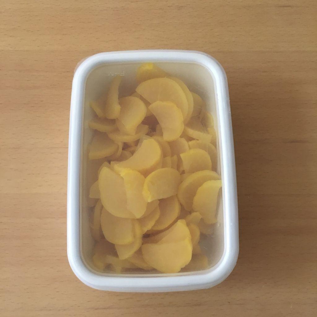 たくあんの保存方法に野田琺瑯の容器を使った写真