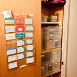 10枚以上のカード類は見える収納で管理する。セリアの透明なウォールポケットが使えます。
