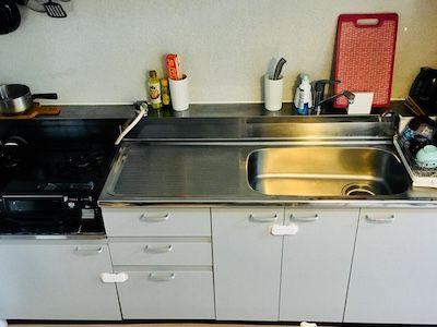 【キッチン収納】台所下の引き出し&棚はこんな感じ|小さい子ども対応の安全な収納